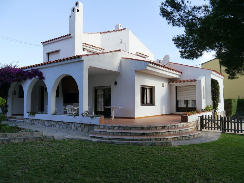 Front-of-villa